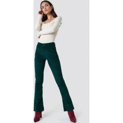 Spodnie damskie: Dilara x NA-KD Spodnie sztruksowe - Green