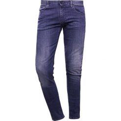 Emporio Armani Jeansy Slim Fit blue denim. Niebieskie rurki męskie Emporio Armani. W wyprzedaży za 401,40 zł.