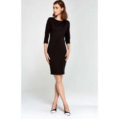 Czarna Sukienka Ołówkowa z Asymetrycznym Drapowaniem. Czarne sukienki asymetryczne marki bonprix, do pracy, w paski, biznesowe, moda ciążowa. Za 169,90 zł.