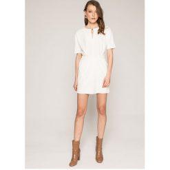 Answear - Sukienka Spencer. Szare sukienki mini ANSWEAR, na co dzień, l, z poliesteru, casualowe, z okrągłym kołnierzem, z krótkim rękawem, proste. W wyprzedaży za 79,90 zł.