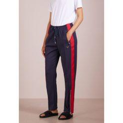 True Religion TRACK PANT Spodnie treningowe solid navy. Niebieskie bryczesy damskie True Religion, m, z bawełny. Za 799,00 zł.