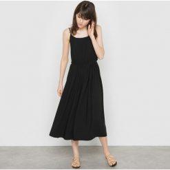 Sukienki hiszpanki: Półdługa sukienka na cienkich ramiączkach