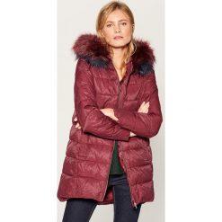 Długa kurtka z kapturem - Bordowy. Czerwone kurtki damskie marki Mohito, z kapturem. Za 299,99 zł.