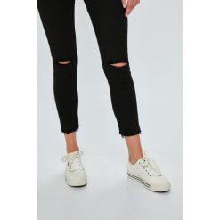 Answear - Jeansy. Białe jeansy damskie marki ANSWEAR. W wyprzedaży za 79,90 zł.