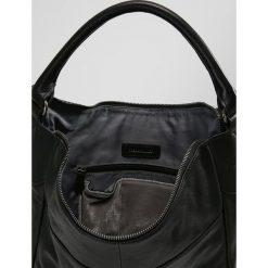 FREDsBRUDER DASH Torba na zakupy black. Czarne torebki klasyczne damskie FREDsBRUDER. W wyprzedaży za 503,40 zł.