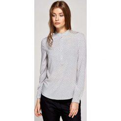 Koszulowa Bluzka Polo z Niską Stójką w Kafelki. Szare bluzki asymetryczne Molly.pl, l, z jeansu, z koszulowym kołnierzykiem. Za 121,90 zł.