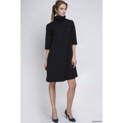 SUKIENKA Z GOLFEM, SUK121 czarny. Czarne sukienki na komunię marki Pakamera, z dekoltem na plecach, midi, w kształcie a. Za 172,00 zł.