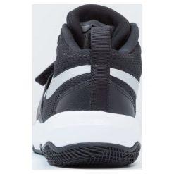 Nike Performance TEAM HUSTLE D 8 (GS) Obuwie do koszykówki black/metallic silver/white. Czarne buty skate męskie marki Nike Performance, z materiału, na golfa. Za 199,00 zł.