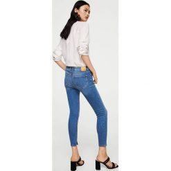 Mango - Jeansy Isa2. Niebieskie jeansy damskie rurki marki House, z jeansu. W wyprzedaży za 99,90 zł.