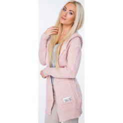 Sweter z warkoczowym wiązaniem pudrowy róż MISC004. Szare kardigany damskie marki Mohito, l. Za 129,00 zł.
