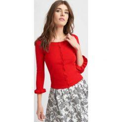 Swetry klasyczne damskie: Sweter z falbankami