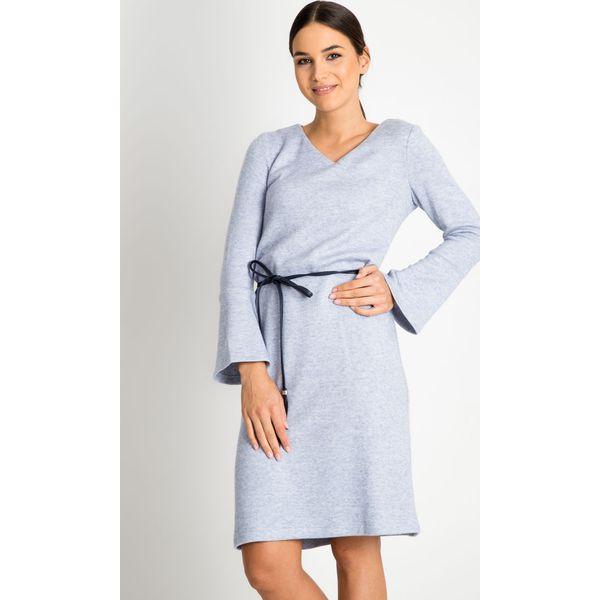 3184239046 Niebieska sukienka z wiązaniem QUIOSQUE - Niebieskie sukienki ...
