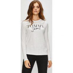 Tommy Jeans - Bluzka. Szare bluzki z odkrytymi ramionami marki Tommy Jeans, l, z nadrukiem, z bawełny, casualowe, z okrągłym kołnierzem. Za 159,90 zł.