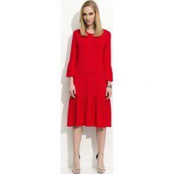 Czerwona Sukienka w Hiszpańskim Stylu z Wycięciem na Plecach. Czerwone sukienki koktajlowe marki Molly.pl, l, z jeansu, z dekoltem na plecach, z długim rękawem. Za 89,90 zł.