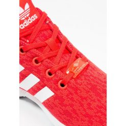 Adidas Originals ZX FLUX  Tenisówki i Trampki core red/footwear white/core black. Czerwone trampki chłopięce adidas Originals, z materiału. W wyprzedaży za 195,30 zł.