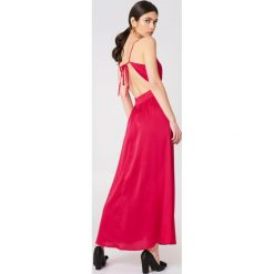Rut&Circle Sukienka Lina - Red. Zielone długie sukienki marki Rut&Circle, z dzianiny, z okrągłym kołnierzem. Za 202,95 zł.