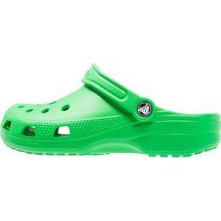 Crocs CLASSIC Sandały kąpielowe grass green. Różowe kąpielówki męskie marki Crocs, z materiału. Za 149,00 zł.