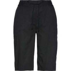 Lekkie szorty z elastycznym paskiem bonprix czarny. Czarne bermudy damskie bonprix. Za 59,99 zł.