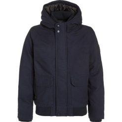 Quiksilver BROOKS ISLAND DWR Kurtka zimowa navy blazer. Niebieskie kurtki chłopięce zimowe marki Quiksilver, l, narciarskie. W wyprzedaży za 303,20 zł.