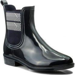 Kalosze TOMMY HILFIGER - Chelsea Rain Boot Striped FW0FW02817 Midnight 403. Czarne buty zimowe damskie marki TOMMY HILFIGER, z materiału, z okrągłym noskiem, na obcasie. Za 349,00 zł.