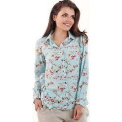 Niebieska Koszulowa Bluzka w Drobne Kwiatki z Falbankami. Niebieskie bluzki koszulowe marki Molly.pl, l, w kwiaty, z jeansu, eleganckie. Za 128,90 zł.