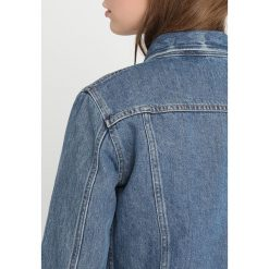 Calvin Klein Jeans CLEAN LINE TRUCKER Kurtka jeansowa lyon blue. Niebieskie kurtki damskie jeansowe Calvin Klein Jeans, m. Za 649,00 zł.