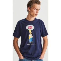 T-shirt z nadrukiem The Simpsons - Granatowy. Niebieskie t-shirty męskie z nadrukiem marki Reserved. Za 49,99 zł.