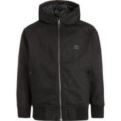 Billabong ALL DAY Kurtka zimowa black. Czarne kurtki chłopięce zimowe marki Billabong, z bawełny. W wyprzedaży za 321,30 zł.