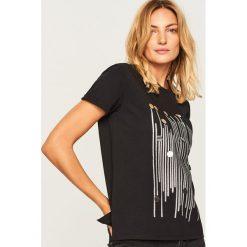 T-shirt z nadrukiem - Czarny. Czarne t-shirty damskie Reserved, l, z nadrukiem. Za 59,99 zł.