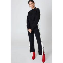 Cheap Monday Bluza Feel Sweat - Black. Czarne bluzy damskie marki Cheap Monday, z aplikacjami, z bawełny, z krótkim rękawem, krótkie. W wyprzedaży za 72,78 zł.