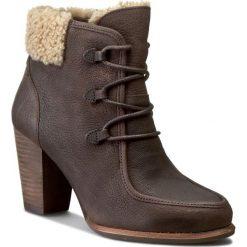Botki UGG - W Analise 1008741  W/Lge. Brązowe buty zimowe damskie Ugg, z nubiku, eleganckie, na obcasie, na sznurówki. W wyprzedaży za 519,00 zł.