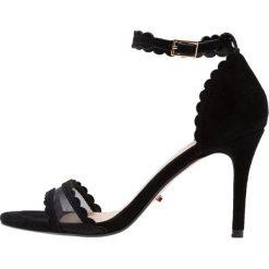 Dune London MAAM Sandały na obcasie black. Czarne sandały damskie Dune London, z materiału, na obcasie. Za 419,00 zł.