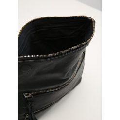 Legend RADDA Torba na ramię black. Czarne torebki klasyczne damskie Legend. W wyprzedaży za 471,20 zł.