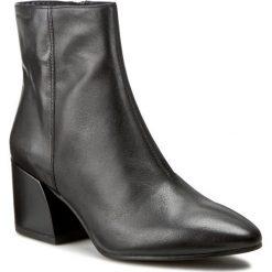 Botki VAGABOND - Olivia 4217-001-20 Black. Czarne botki damskie na obcasie marki Vagabond, z materiału. W wyprzedaży za 329,00 zł.