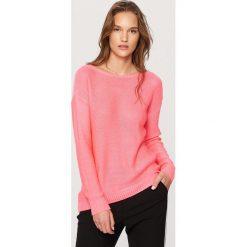 Swetry klasyczne damskie: Sweter z dekoltem z tyłu – Różowy