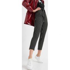 Odzież damska: Spodnie w pionowe pasy
