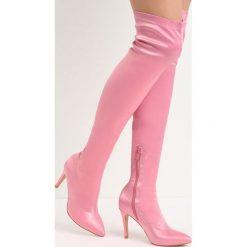 Różowe Kozaki Friendzone. Czerwone buty zimowe damskie Born2be, z satyny, ze szpiczastym noskiem, na wysokim obcasie, na szpilce. Za 149,99 zł.