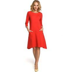 JEANETTA Sukienka z obniżoną talią i kieszeniami w szwach - czerwona. Czerwone sukienki Moe, na co dzień, s, z dresówki, dopasowane. Za 179,90 zł.