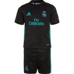Adidas Performance REAL MADRID AWAY SET Krótkie spodenki sportowe black/aerree. Czarne spodenki chłopięce adidas Performance, z materiału, sportowe. W wyprzedaży za 215,20 zł.