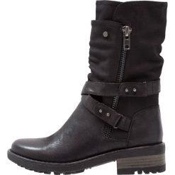 Bullboxer Kowbojki i Buty motocyklowe black. Czarne buty zimowe damskie marki Bullboxer, z materiału. W wyprzedaży za 231,20 zł.