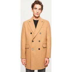 Dwurzędowy płaszcz z wełną - Beżowy. Brązowe płaszcze na zamek męskie marki Reserved, l, z wełny. Za 349,99 zł.