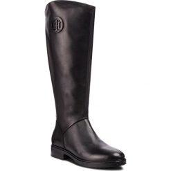 Oficerki TOMMY HILFIGER - Basic Th Riding Boot FW0FW03433 Black 990. Czarne buty zimowe damskie marki Kazar, ze skóry, na wysokim obcasie. Za 999,00 zł.