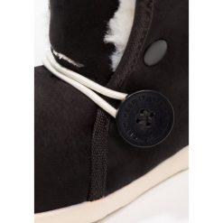 Native LUNA Śniegowce jiffy black/bone white. Czarne buty zimowe chłopięce Native, z materiału. W wyprzedaży za 169,50 zł.