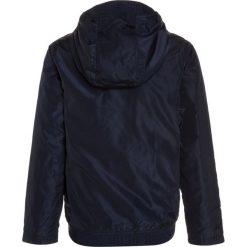 BOSS Kidswear Kurtka zimowa marine. Niebieskie kurtki chłopięce zimowe marki BOSS Kidswear, z bawełny. Za 599,00 zł.