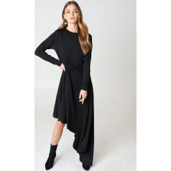 NA-KD Party Jerseyowa sukienka z długim rękawem - Black. Czarne długie sukienki marki NA-KD Party, na imprezę, z asymetrycznym kołnierzem, z długim rękawem, asymetryczne. Za 202,95 zł.