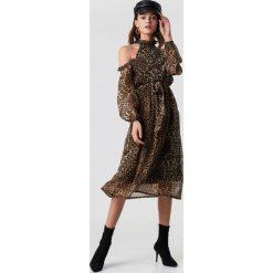 ff5d51e6db Brązowe sukienki damskie ze sklepu NA-KD - Zniżki do 70%! - Kolekcja ...