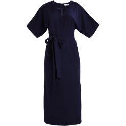 IVY & OAK KIMONO Długa sukienka navy blue. Niebieskie długie sukienki IVY & OAK, z elastanu, z długim rękawem. W wyprzedaży za 439,20 zł.