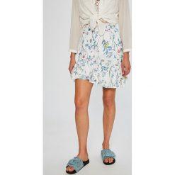 Answear - Spódnica Stripes Vibes. Szare minispódniczki ANSWEAR, l, z poliesteru, rozkloszowane. W wyprzedaży za 49,90 zł.