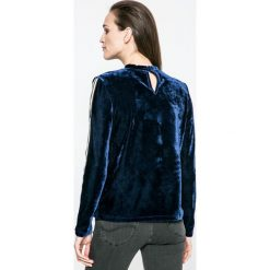 Vero Moda - Bluzka. Szare bluzki z odkrytymi ramionami marki Vero Moda, l, z dzianiny, casualowe, z okrągłym kołnierzem. W wyprzedaży za 99,90 zł.
