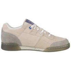 Skórzane buty sportowe w kolorze beżowym. Brązowe buty sportowe męskie marki Reebok, z materiału. W wyprzedaży za 229,95 zł.